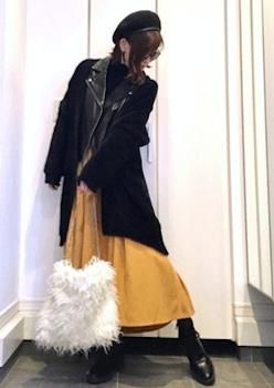 ファーバッグ×フレアスカート×ライダースジャケットのコーデ(2018-19秋冬)