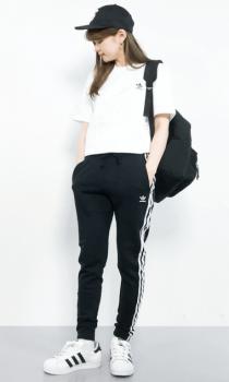 ブランドTシャツ×トラックパンツのレディースコーデ(春夏編)