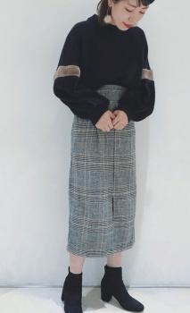 ロングタイトスカート×ショートブーツ×ファーニットのレディースコーデ