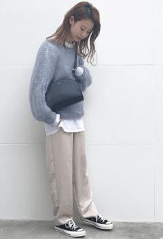 ざっくり編みモヘアニット×ワイドチノパンツのレディースコーデ