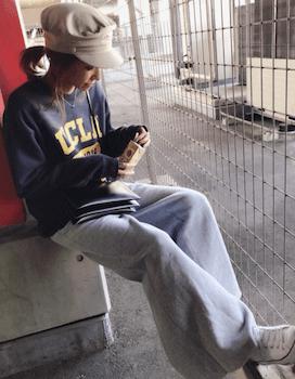 カジュアルトレーナー×ワイドパンツ×レディースのリラックスコーデ(冬編)