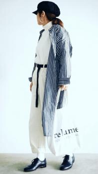 白シャツ×白パンツ×ストライプシャツワンピースの春コーデ