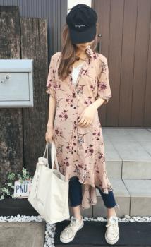 花柄のシャツワンピース×キャップ×カットオフデニム×シャツワンピースのコーデ(夏編)