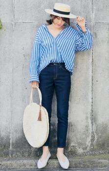 カンカン帽×デニムパンツ×ストライプシャツ