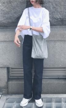 ドルマンスリーブトップス×ショルダーバッグ×ワークパンツのレディースのコーデ(春編)