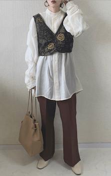 花柄ビスチェ×ロングシアーシャツ×スラックス