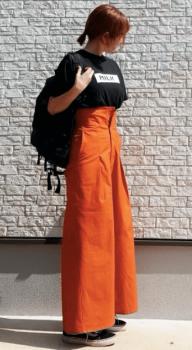 黒Tシャツ×リュック×ワークパンツのレディースのコーデ(夏編)