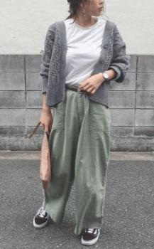 白Tシャツ×カーディガン×ワークパンツのレディースのコーデ(春編)