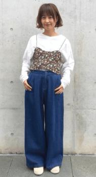 ロンTシャツ×ワイドデニムパンツ
