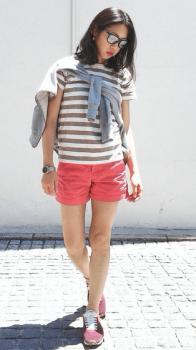 ボーダーTシャツ×パーカー×ピンクのショートパンツ