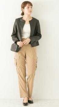 ノーカラージャケット×カーゴパンツ×ミニショルダーバッグのレディースのコーデ(春編)