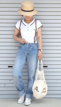 白のポロシャツ×デニムパンツ×麦わら帽子×スニーカー