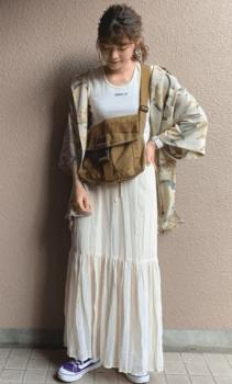 アロハシャツ×ティアードスカート ×Tシャツ×ショルダーバッグ