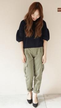 ボリューム袖のトップス×ハイヒール×ワークパンツのレディースのコーデ(春編)