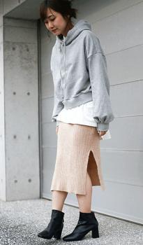 パーカー×オーバーサイズTシャツ×ブーツ