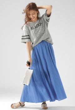 ロングスカート×Tシャツ×サンダル