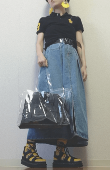 デニムスカート×編み上げレースサンダル×クリアバッグ