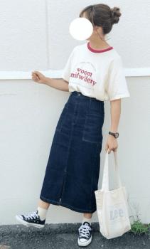 リンガーTシャツ×デニムタイトスカート