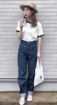 リンガーTシャツ×ワイドデニムパンツ×麦わら帽子