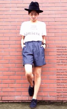 Tシャツ×ストライプのバミューダパンツ