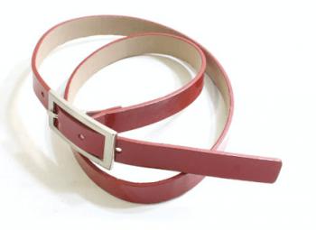 赤色のベルト
