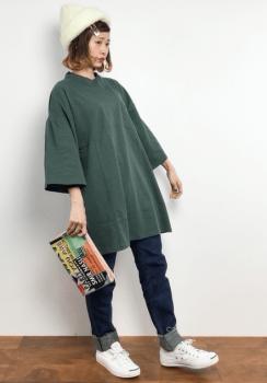 ブルージーンズ×ニット帽子×Tシャツワンピースのコーデ(秋編)