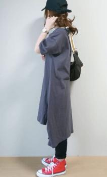 キャップ×スニーカー×Tシャツワンピースのコーデ(秋編)