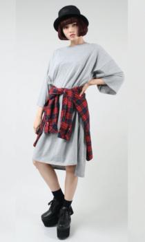 チェックシャツ×ハット×厚底ブーツ×Tシャツワンピースのコーデ(秋編)