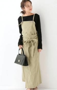 黒のロンT×黒のバッグ