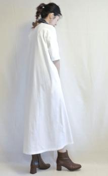 ショートブーツ×Tシャツワンピースのコーデ(秋編)