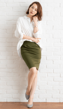 膝丈のタイトスカート