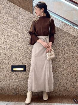 茶色のブラウス×ロングスカート