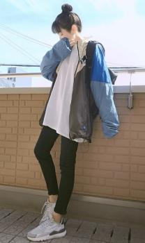 ナイロントラックジャケット×ビッグシルエットTシャツ×スキニーパンツ