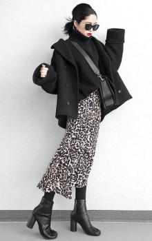 黒のPコート×レオパードタイトスカート