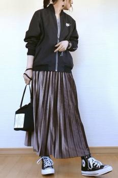 ナイキのトラックジャケット ×プリーツスカート