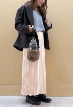 ネイビーのPコート×プリーツスカート