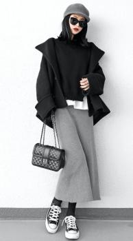 黒のPコート×リブタイトスカート