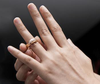 指輪のおしゃれな付け方:関節が太い指に似合う指輪