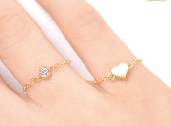 指輪の重ね付けにおすすめの指輪:チェーンリングや華奢な指輪
