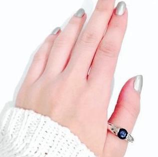 左手の親指