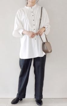 白シャツ×トラウザーパンツ×革靴
