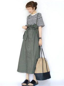 ボーダー柄Tシャツ×サロペットスカートの夏のマタニティコーデ