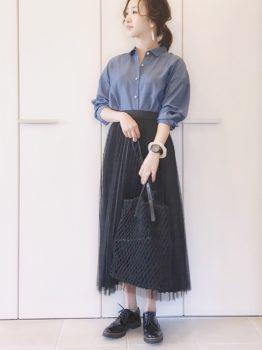黒のチュールスカート×シャツ×ブーツ