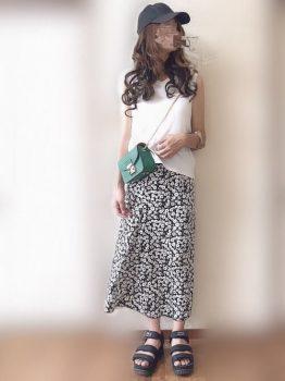 ノースリーブカットソー×総柄スカートの夏のマタニティコーデ