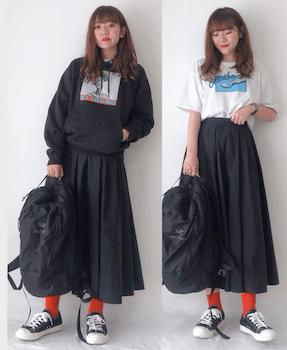 黒フレアスカート×パーカーorTシャツ×スニーカー