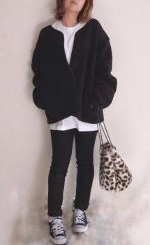 黒のカーディガン×白のビッグTシャツ×黒のスキニーパンツ