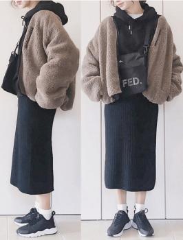 黒のパーカー×ボアブルゾン×タイトスカート