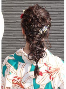 卒業式のレディースのロングの髪型で袴に合う髪型