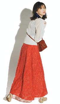赤のフレスカート×薄手カーディガン