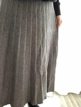 ニット素材のプリーツスカート